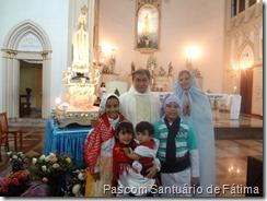 Pe Raimundo com as crianças