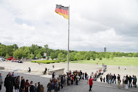 Queue out the front of the Reichstag