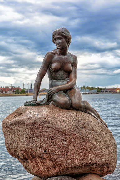 Copenhagen_-_the_little_mermaid_statue_-_2013.jpg