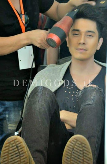 Bench The Naked Truth backstage Paulo Avelino