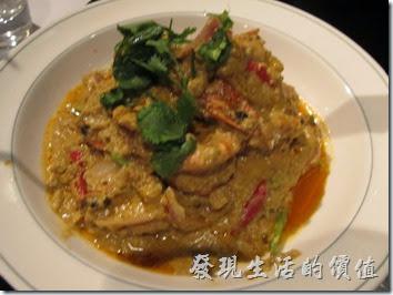 台北-香米泰國料理。咖哩草蝦8隻。這蝦子的照片拍得模糊,所以把它縮小了,草蝦吃起來並沒有什麼特別,但是一旁切成三角形的麵包沾蝦醬真的超對味。有機會建議你可以試看看。