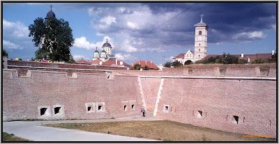Zidurile cetatii Alba Iulia.jpg
