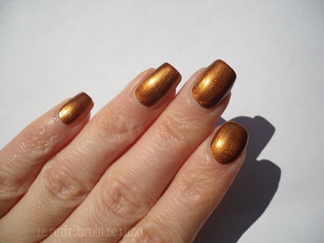 004-models-own-bronze-rage-nail-polish-swatch-review