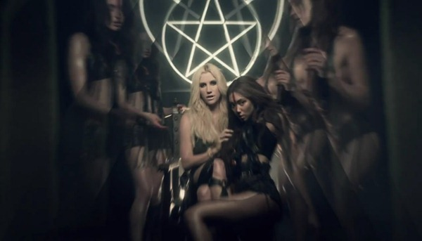 Ke$ha - Die Young.mp4_snapshot_01.02_[2012.11.15_14.44.46]