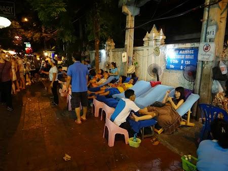 46. Masaj pe strada in Bangkok.JPG