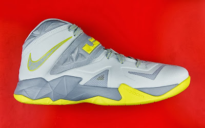 nike zoom soldier 7 xx yellow dissection 1 01 Sneaker Anatomy: Nike Zoom Soldier VII Gets Torn in Pieces