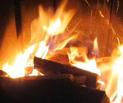 Dem Feuer übergeben