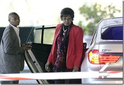 Graça Machel chegando Hospital