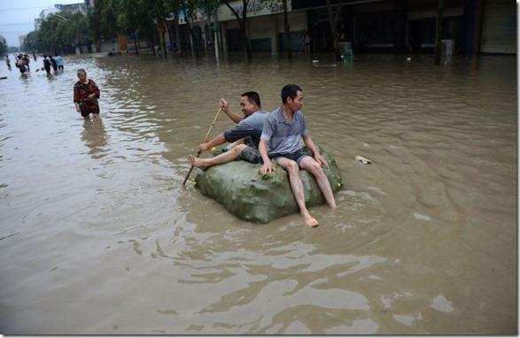happy-flood-people-10