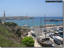 Y2K ormeggiata al molo della Sanità - Lampedusa