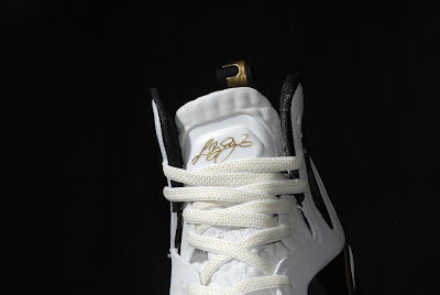 nike lebron 9 ps elite white gold home 9 05 kenlu LeBron 9 P.S. Elite White/Gold (Home) & Black/Gold (Away)