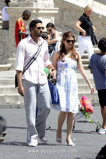 Aishwarya Rai Hot Pics at Vacation 7