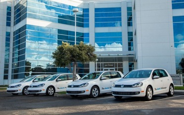 2013-Volkswagen-E-Golf-Front-Three-Quarter-Lineup-HQ-623x389