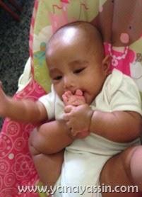 Baby Hisap Ibu Jari Kaki