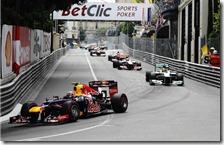 Webber precede il gruppo nel gran premio di Monaco 2012