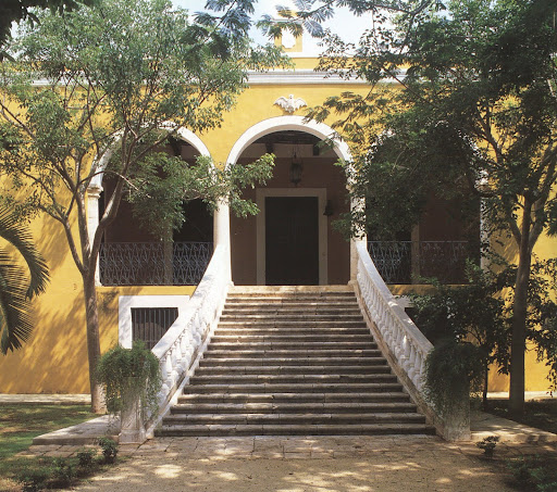 The handsome threshold of Hacienda Sodzil.