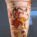 Vaso  de vidrio esmaltado, s. I dC, tesoro de Bagram, en la región de Kapisa, Afganistán. Musée Guimet, París.