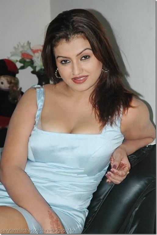 sexy-Sona-exposing-boobs-pic