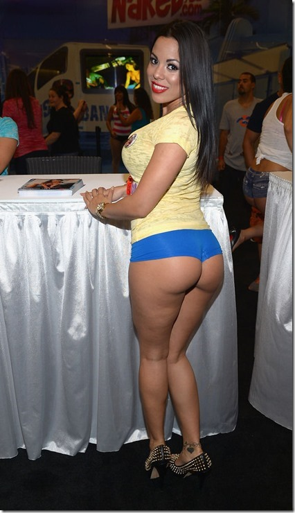 exxxotica-2013-girls-13