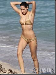 hana-nitsche-gold-bikini-in-miami-01-675x900