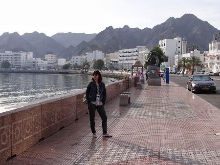 07. Corniche Muscat.JPG