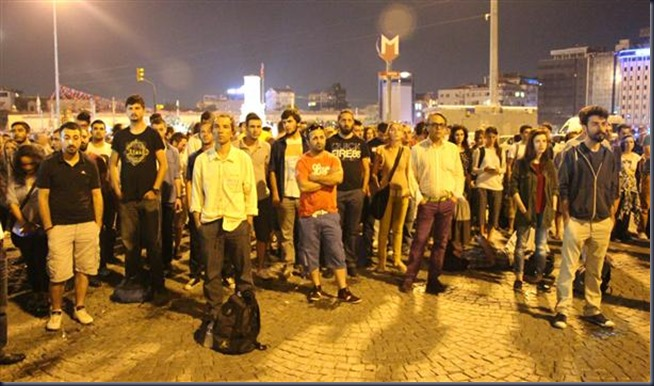 Standing-humans-in-Taksim