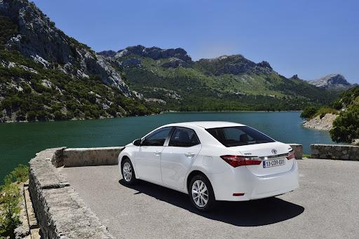 2014-Toyota-Corolla-39.jpg