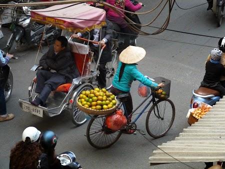 05. Vanzatoarea de fructe.JPG