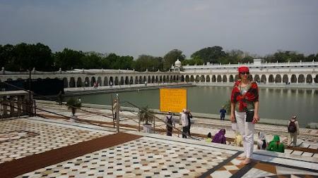 03. Gurudwara Bangla Sahib.jpg