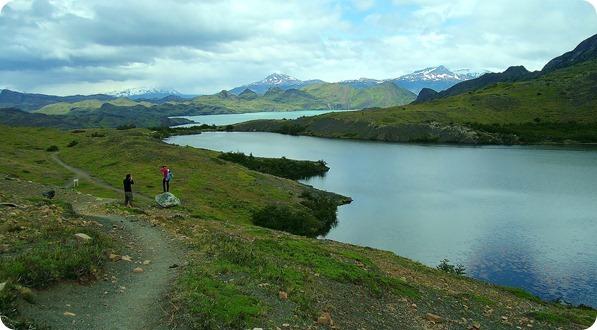 Lagoa no fim da trilha e vista do Lago Nordenskjöld ao fundo