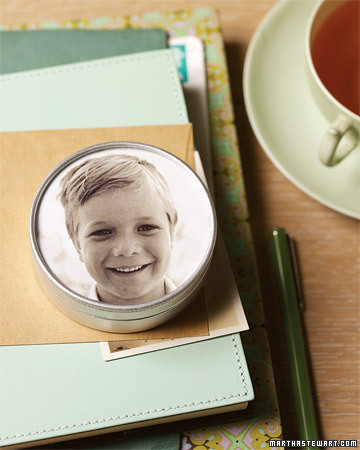 Brighten your desktop by slipping a picture of a familiar face into the lid of a round tin.