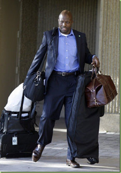 reggie carries bo's bags
