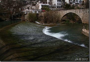 IMG_3646-caida del agua por la presa-r