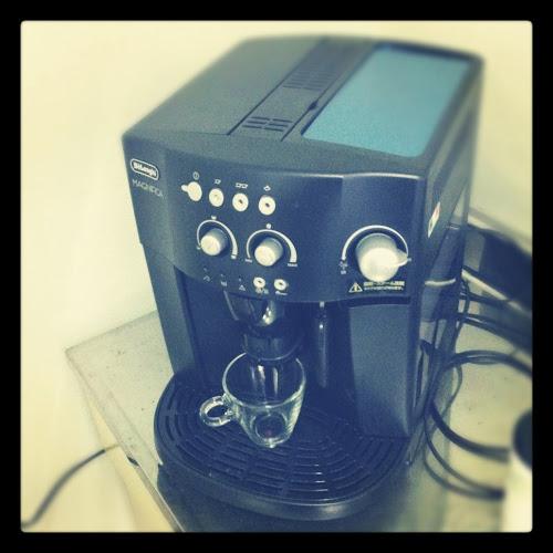 デロンギ 全自動コーヒーマシン(ESAM1000SJ)