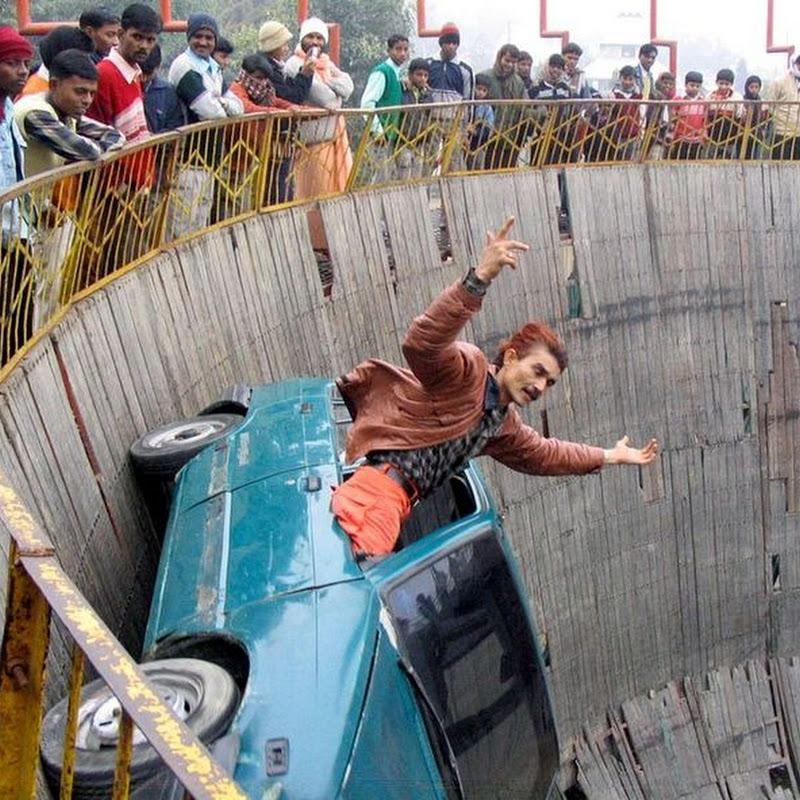 India's Death Defying 'Maut ka Kuaa' or 'Well of Death'