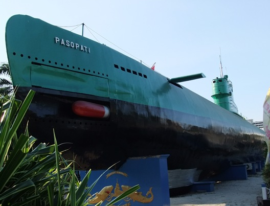 Submarine_Monument_Surabaya_3