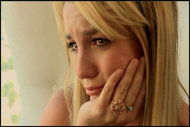 Britney-Spears-For-The-Record-Triste-Chorando
