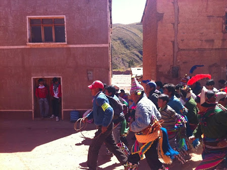 Doi romani si-un tricolor in jurul lumii: Tinku, Bolivia
