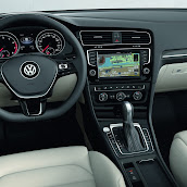 2013-Volkswagen-Golf-7-Interior-5.jpg