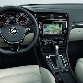 2013-Volkswagen-Golf-7-Interior-5.jpg
