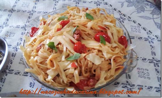Tagliatelle-com-bacon,-tomatinhos-e-parmesão-01