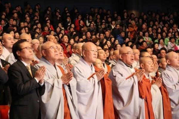 Thời sự tin tức Phật giáo Thế giới - Người Áo Lam002[4]