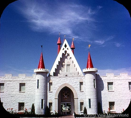View-Master Dutch Wonderland (A634), Scene 1: Magic Castle Entrance to Dutch Wonderland