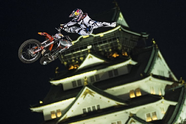 mat-rebeaud-joerg-mitter-red-bull-x-fighters.jpg