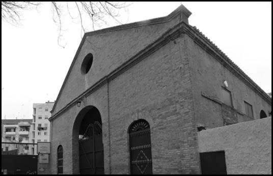 Calderería Devís y Noguera por la calle Arzobispo Fabián y Fuero.