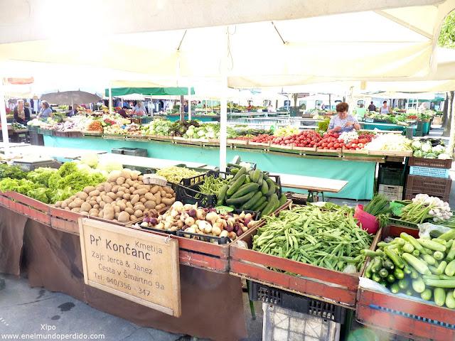puesto-del-mercado-de-ljubljana-al-aire-libre.JPG