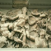 08.- Altar de Zeus. Pérgamo. Atenea contra Alkyone
