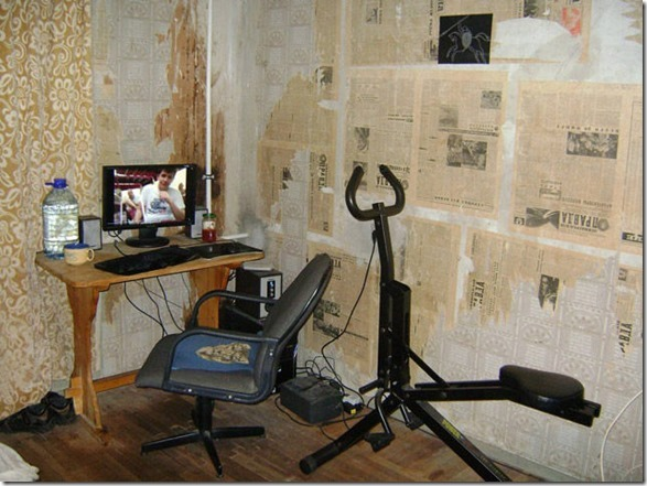 dirty-workstations-messy-4