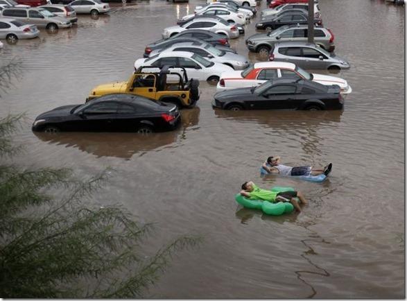 happy-flood-people-27