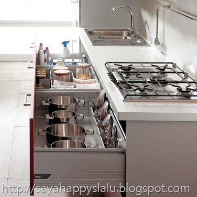 under-cooktop-kitchen-drawers-3-500x500